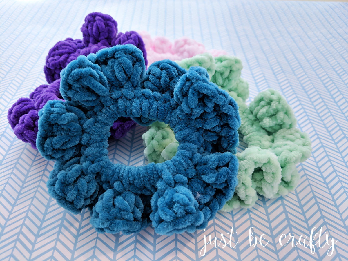 90s Inspired Velvet Scrunchies - Free Pattern