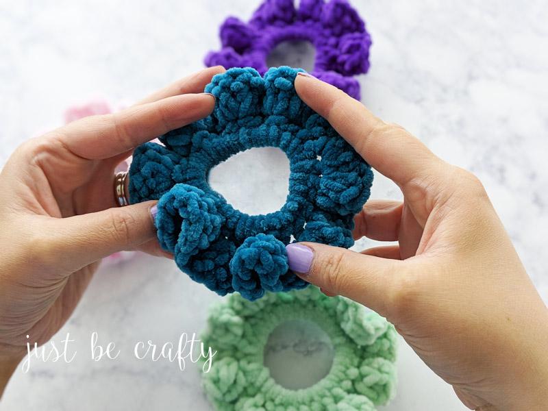 90s Inspired Velvet Scrunchies - Free Crochet Pattern