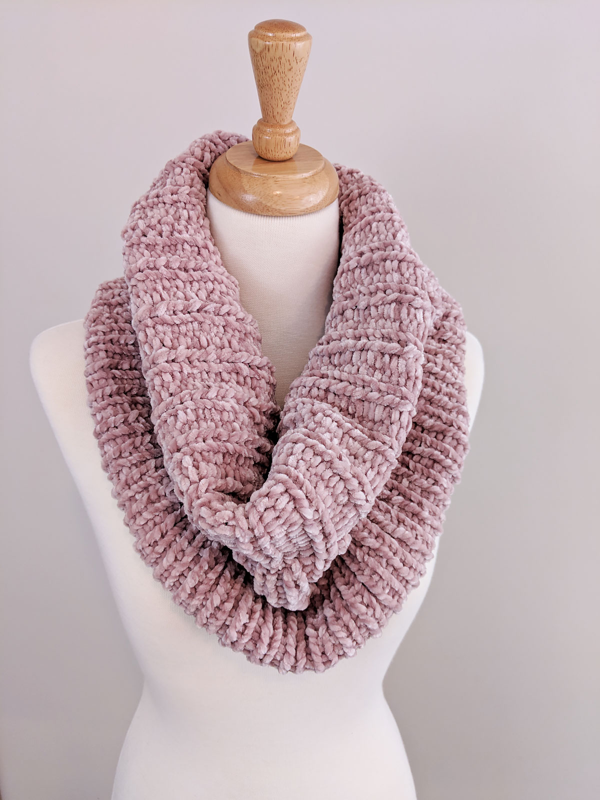 Ribbed Velvet Knit Cowl - Free Pattern - Just Be Crafty