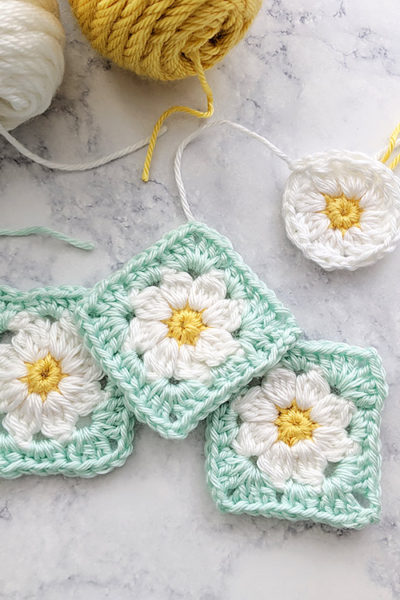 Dainty Daisy Granny Square Motif & Video Tutorial